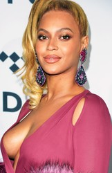 Beyoncé Escote Colosal TidalX 2015 HD