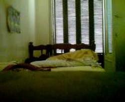 ام سمير مع عشيقها فى شقته يخلعها ويزنقها على السرير ويبهدل كسها نياكة