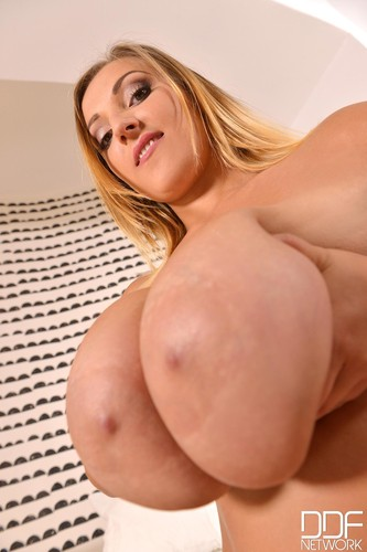 Krystal Swift – Busty Beauty Masturbates Fingers Her Twat And Ass – DDF Busty –  FullHD 1080p